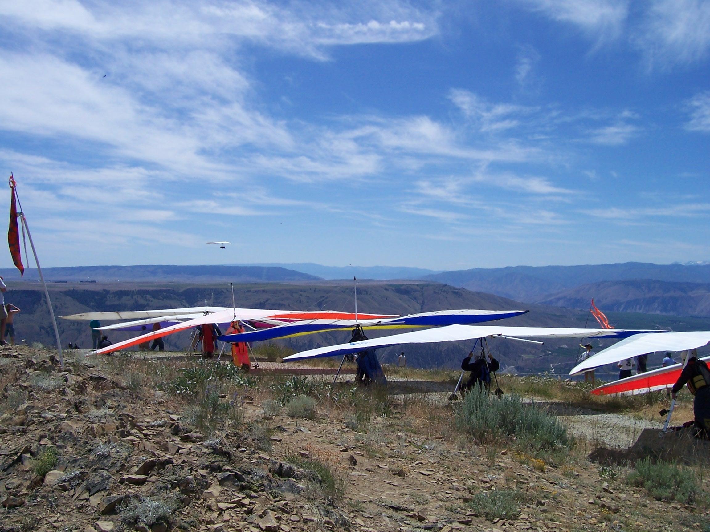 Image: Hang Gliders